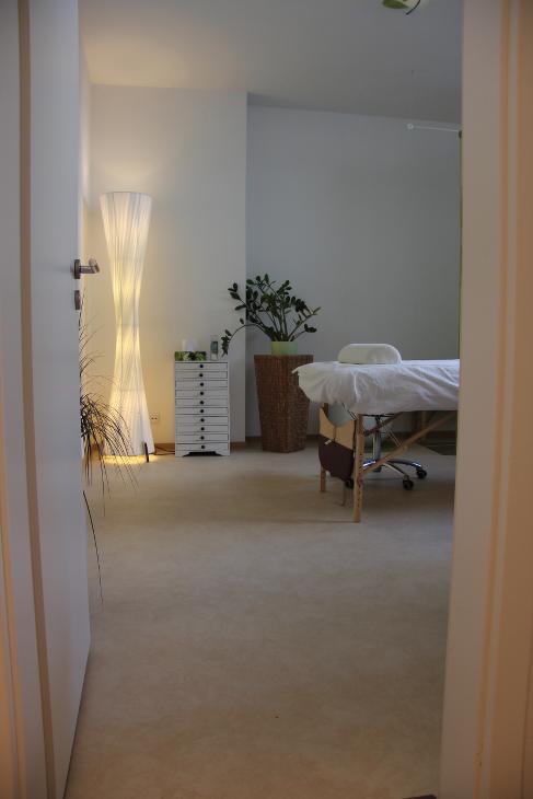 Behandlungsraum Tür Naturheilpraxis
