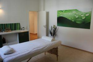Behandlungsraum Umkleidebereich Naturheilpraxis